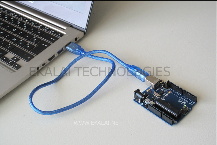 Arduino UNO is connected to the laptop via USB cable
